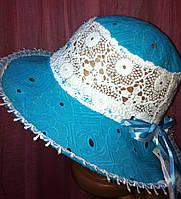 Шляпка из хлопковой прошвы с кружевами на тулье