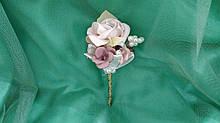 Свадебная бутоньерка пудрового цвета