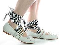 Красивые женские балетки с ленточками серого цвета
