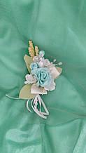 Свадебная бутоньерка жениха мятная