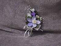 Свадебная бутоньерка из сиреневой орхидеи