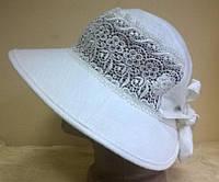 роскошная  женская  льняная шляпка украшена кружевами  белого цвета