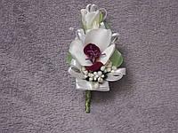 Свадебная бутоньерка из орхидеи