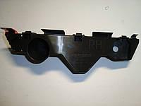 Кронштейн переднего бампера правый Mazda CX-7