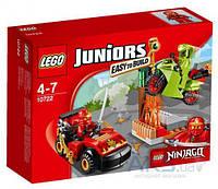 Конструктор LEGO Схватка со змеями (10722)