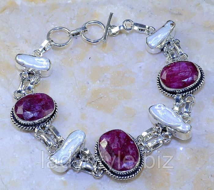 """Манжетный браслет """"Наяда"""" с  яркими  рубинами и жемчугом от студии LadyStyle.Biz"""