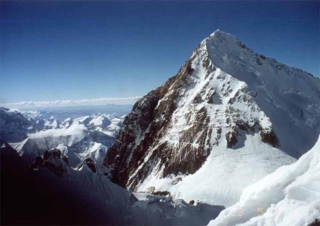 Сход лавины на Эвересте: 6 альпинистов погибли, 9 пропали без вести