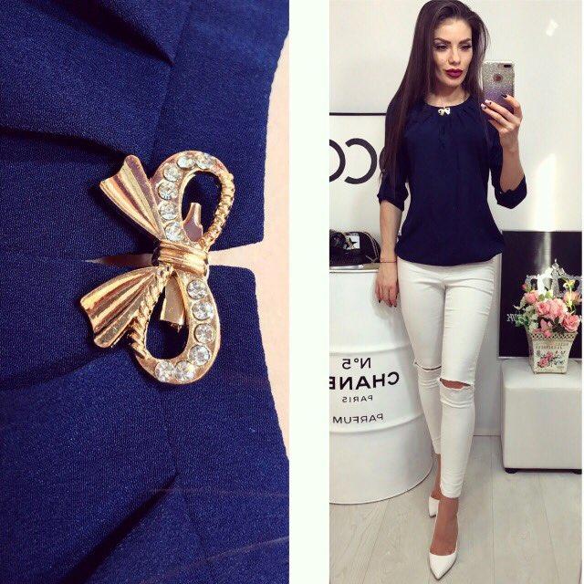 Блузка с брошкой бант, цвет темно синий , фото 1