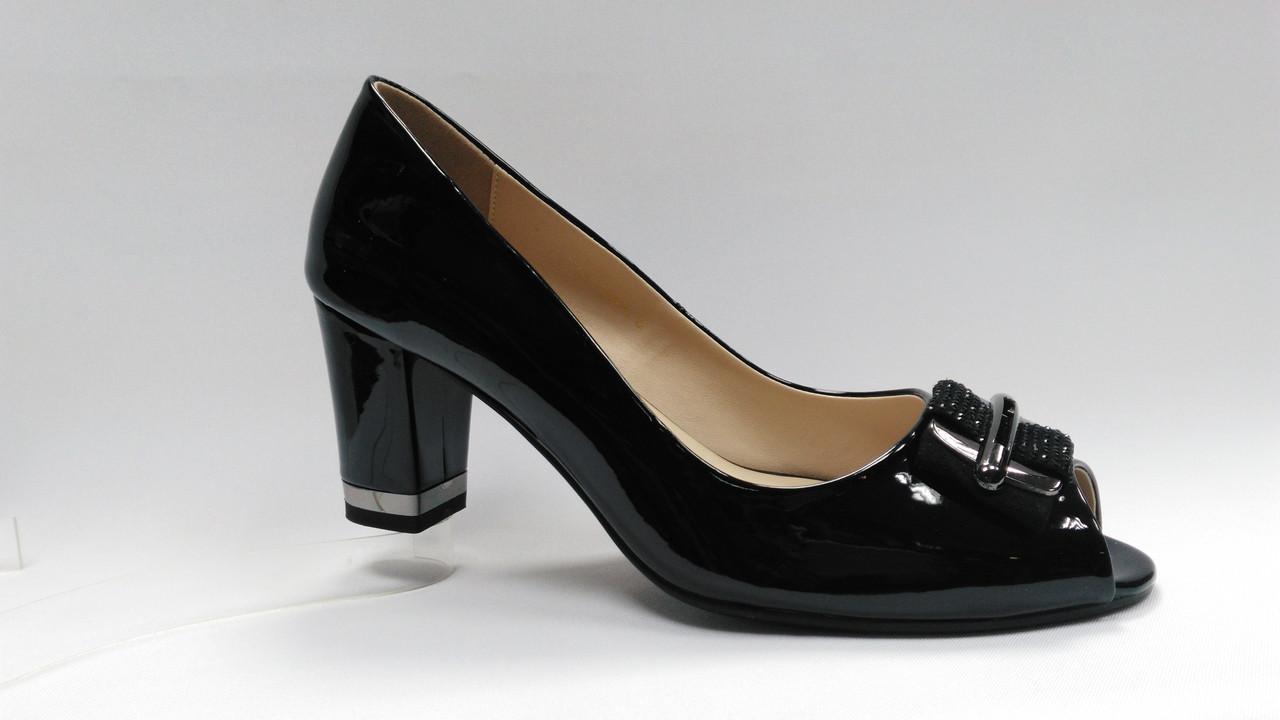 Черные лаковые туфли с открытым носиком на каблуке .Большие размеры ( 41 - 43 ).