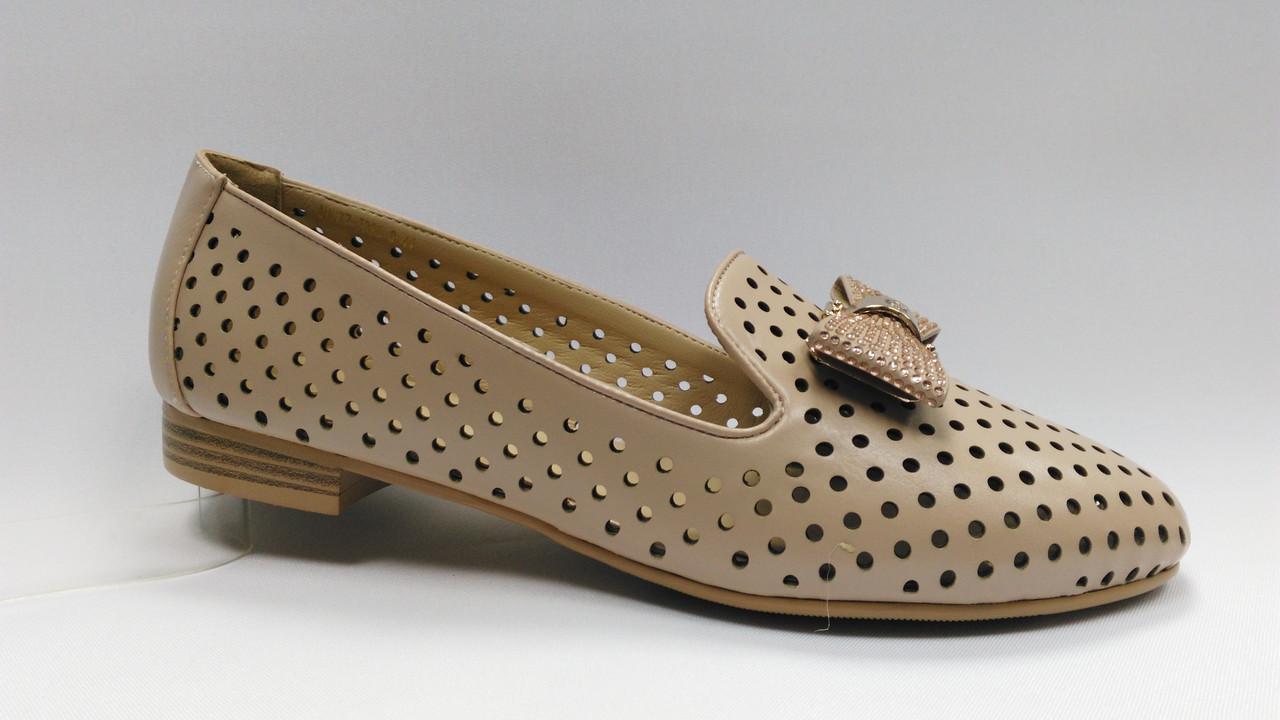 Летние туфли с перфорацией на низком каблуке .Большие размеры ( 41 - 43 ).