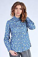 Джинсовая женская рубашка синего цвета с цветочным принтом