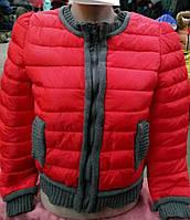 Модная женская курточка с трикотажными вставками