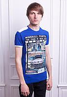 Ярко-синяя футболка на лето