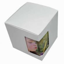 Картонная упаковка для кружек белого цвета