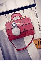 Красная сумка эффектного  дизайна
