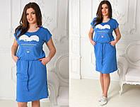 Приталенное голубое платье с накатом га груди и карманами по бокам.