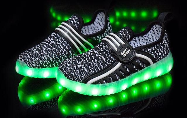 Детские светящиеся кроссовки (led подсветка)