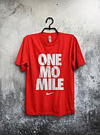 Красная спортивная футболка Nike one mo mile .