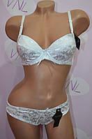 Белый комплект женского нижнего белья чашка В. пуш-ап