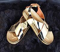 Женские стильные босоножки золото