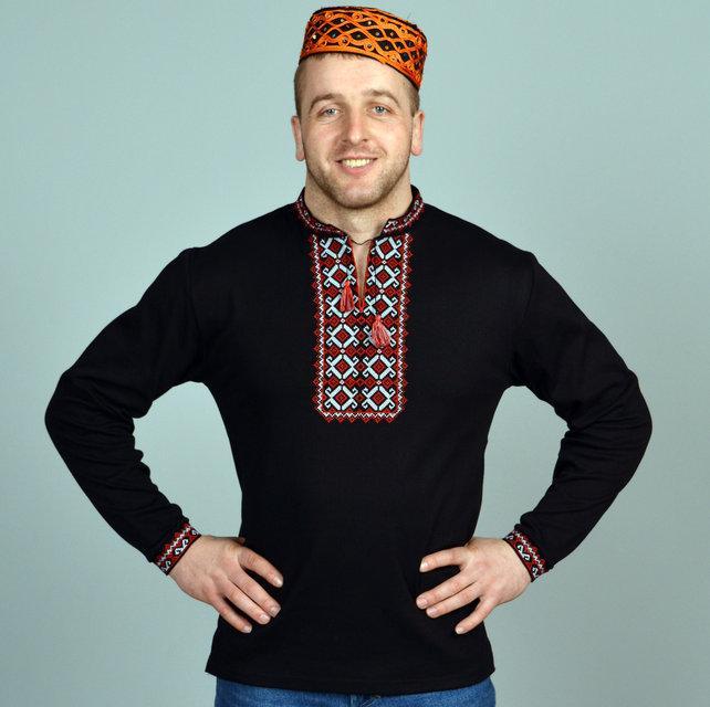 Вышитая мужская футболка с длинным рукавом