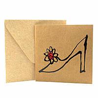 """Открытка """"Туфелька"""" из крафт картона декорированная блестками + конверт"""