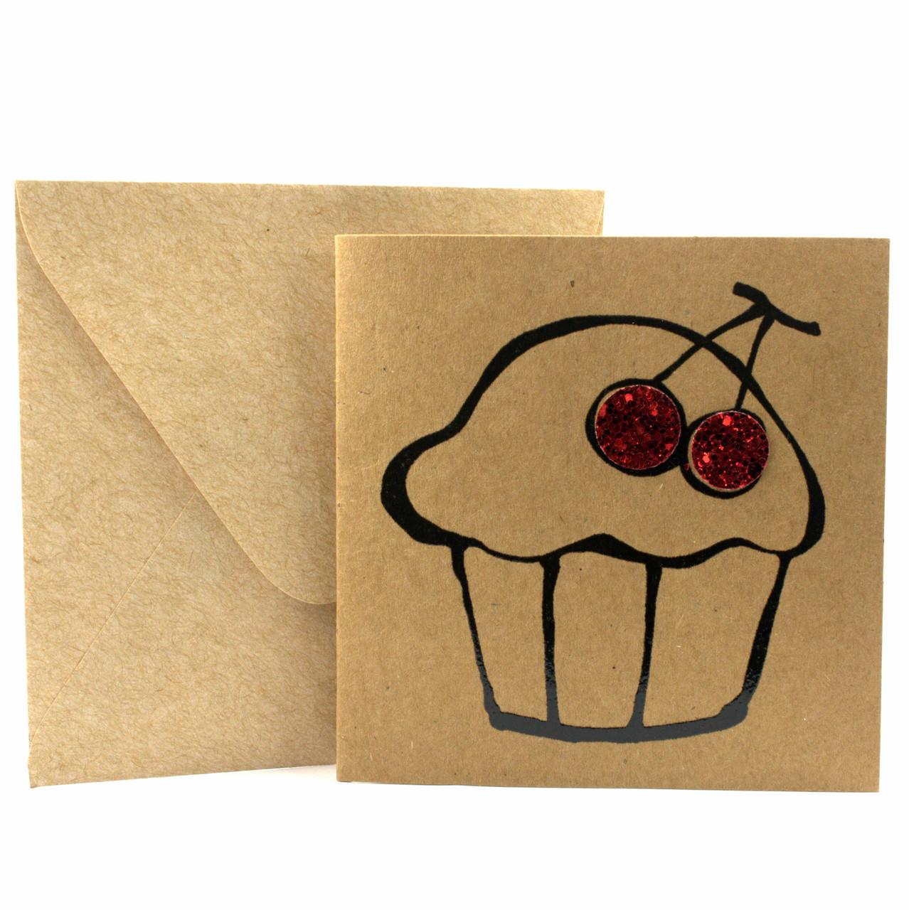 """Открытка """"Капкейк"""" из крафт картона декорированная блестками + конверт"""