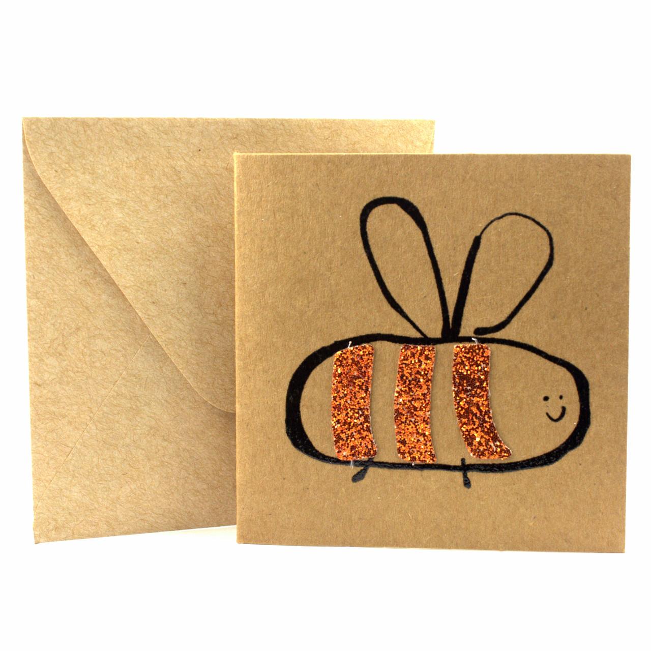 """Открытка """"Пчелка"""" из крафт картона декорированная блестками + конверт"""
