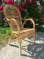 Кресло плетеное из лозы с высокой спинкой