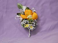 Свадебная бутоньерка из орхидеи оранжевая