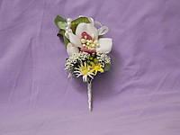 Свадебная бутоньерка из орхидеи бело-розовая