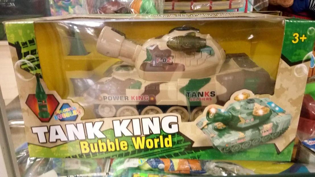 Танк, пускает мыльные пузыри