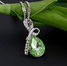 Стильная цепочка с кулоном, зеленым камнем