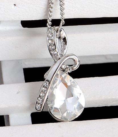 Стильная цепочка с кулоном, белым камнем