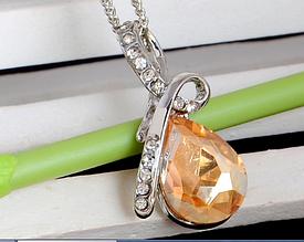 Стильная цепочка с кулоном, желтым камнем