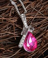 Стильная цепочка с кулоном, розовым камнем