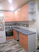 Угловая кухня для маленьких кухонь