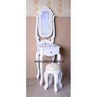 Классический красивый туалетный столик