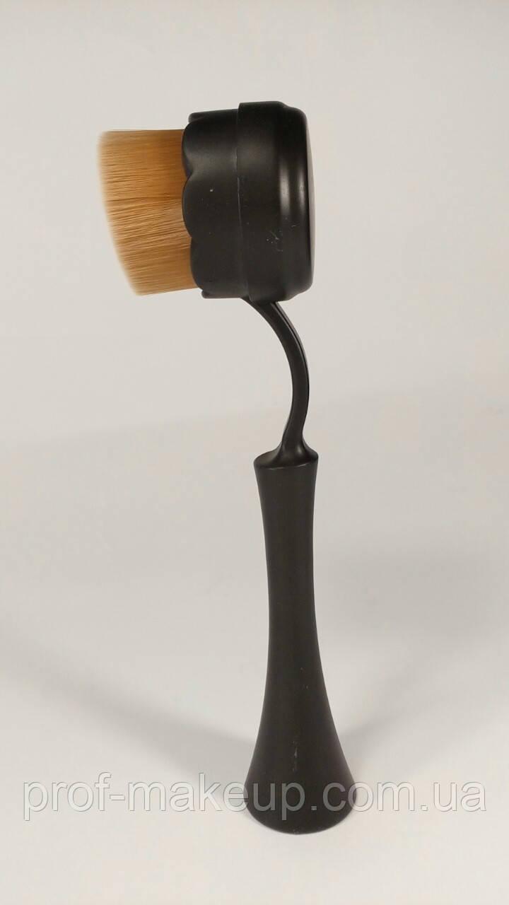 Овальная кисть для макияжа