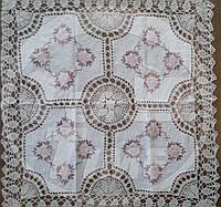 Скатерть 85*85 см украшенная вязкой.