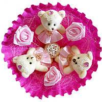 Букет из мягких игрушек Мишки с розами малиновый