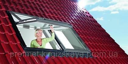 Мансардные окна ROTO Designo R7 c приподнятой осью поворота