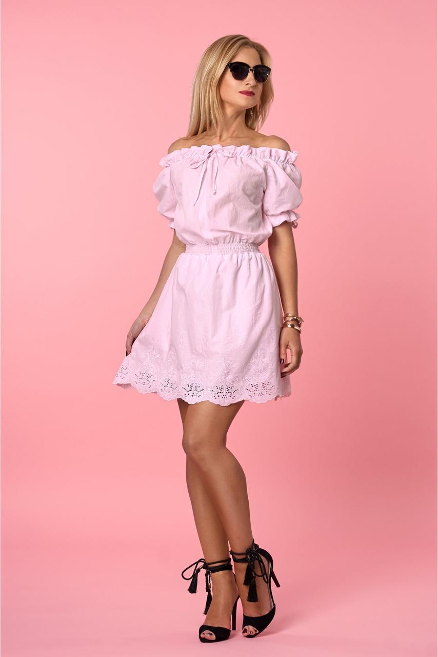 Розовое воздушное платье