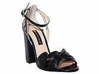 Женские кожаные босоножки на каблуке с декоративным узелком (черные)