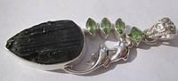 """Серебряный кулон с зеленым турмалиноми хризолитами  """"Дельфины"""",   от студии LadyStyle.Biz"""