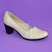 Бежевые туфли женские, из натуральной кожи, на устойчивом каблуке. 37 размер