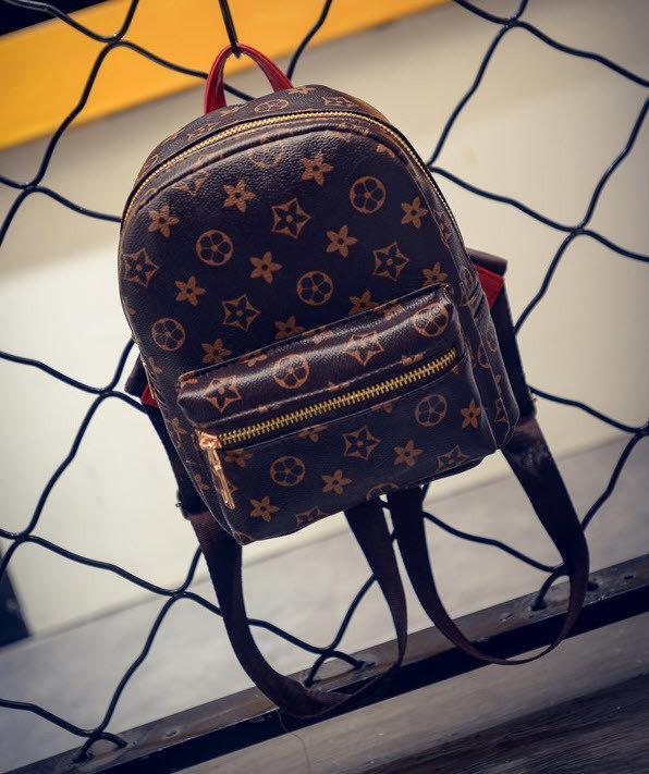 Рюкзак в стиле Loui Vuitton.