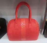 Красная женская сумка с лаковыми вставками
