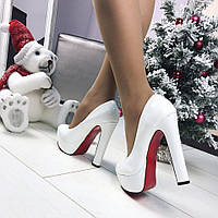 Белые туфли Christian Louboutin(лабутены)  высокий каблук,красная подошва