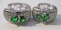 """Элегантные серьги-кольца с зелеными и белыми фианитом """"Два листочка"""" от студии LadyStyle.Biz, фото 1"""